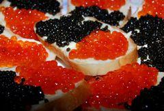 Бутерброды с красной и черной икрой