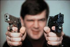 Преступник с пистолетами
